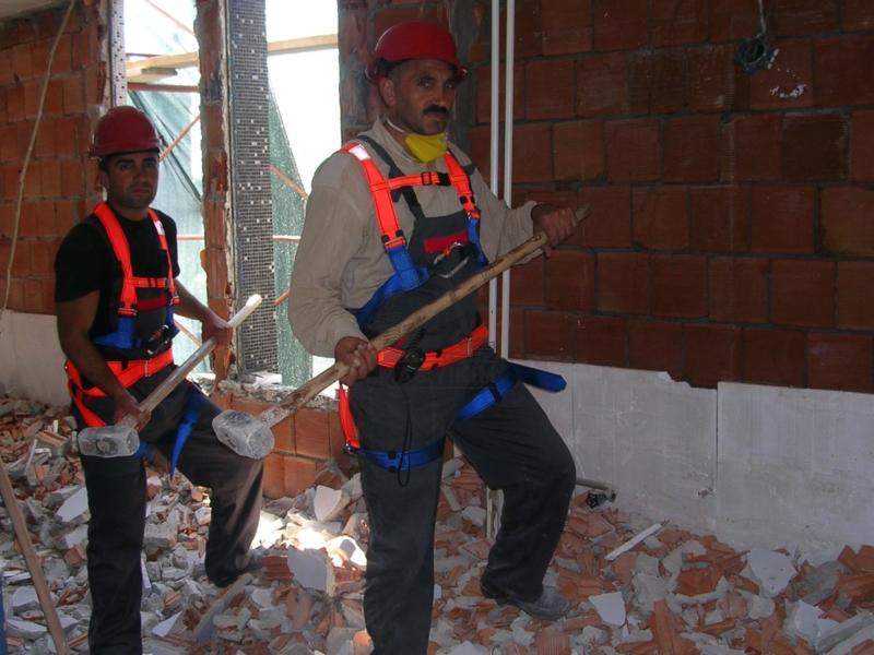 El Aletleri, Elektrikli Hidrolik Kırıcılar ve Hava Tahrikli Kırıcılar İle Yapılan Bina Yıkım Resimlerimiz.
