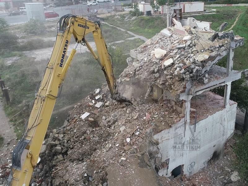 Gaziosmanpaşa Deprem Hasarlı Bina Yıkımı